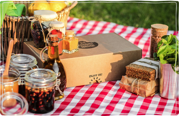 Enjoy a Picnic with Foodies Hamper