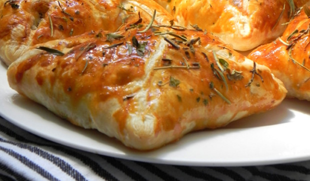 Blue Cheese, Spinach and Endive Puffs